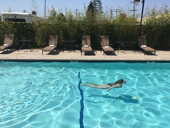 Hawthorne, CA: Outdoor Swimming Pool