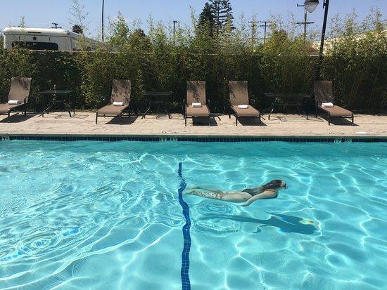 Hawthorne, Καλιφόρνια: Outdoor Swimming Pool