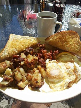 Chez Yvonne's: breakfast at Chez Yvonne