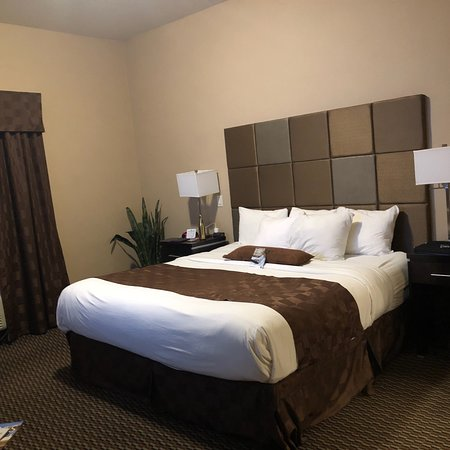 Comfort Suites Kelowna: photo0.jpg