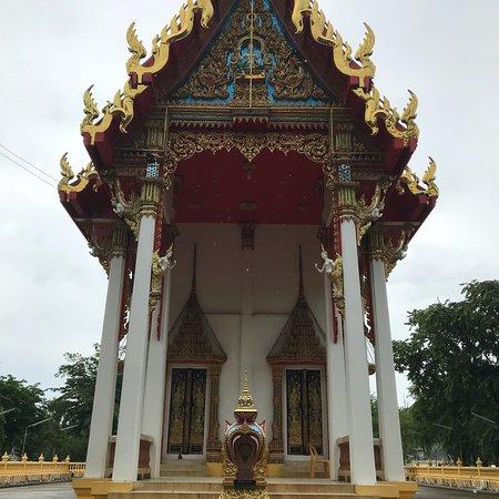 Wat Tham Khao Noi