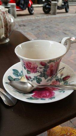 Pretty cups to have tea photo de l 39 autre salon de th for L autre salon de the