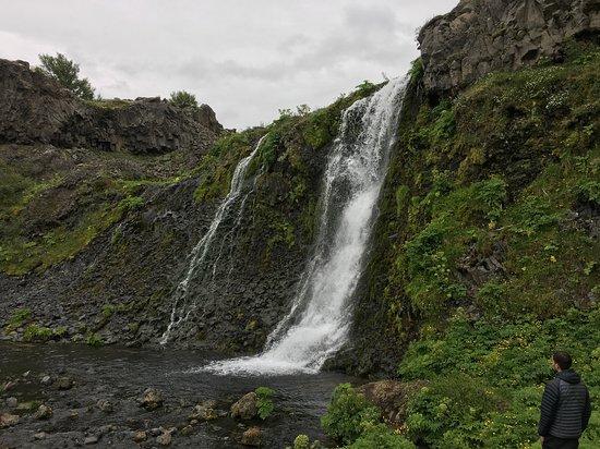 סווארטסנגי, איסלנד: La cascada en su magnitud y fuerza