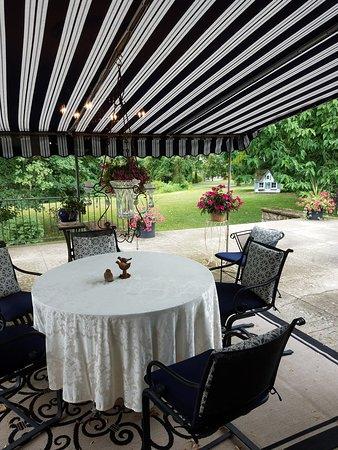 Highland Falls, NY: Outside seating area