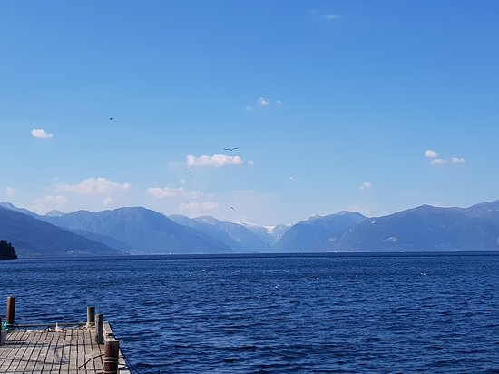 Vikoyri, Norwegia: View toward Balestrand and Vangsnes, the ferrysite about 10 km from VIk camping and Vik town cen