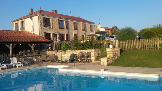 Lairoux, France: Lovely pool area with house in background