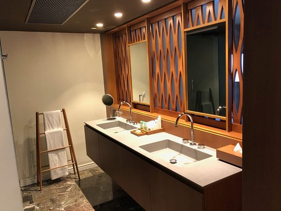 Our Bathroom Picture Of Excellence Oyster Bay Falmouth Tripadvisor