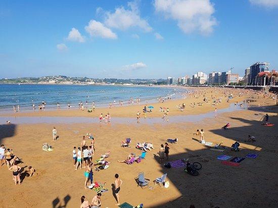 Playa de San Lorenzo: 20180710_184027_large.jpg