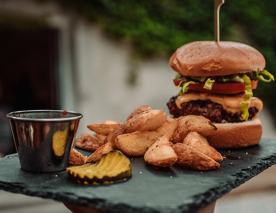 Log pod Mangartom, Szlovénia: The Mangrt Burger