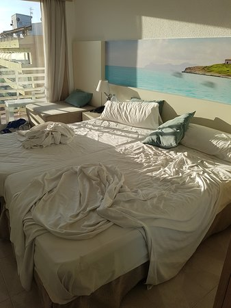 azuLine Hotel Bahamas: This was the room we where given on arrival disgusting