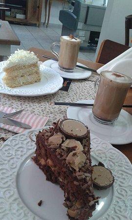Cruzeiro, SP: Capuccino e bolos divinos