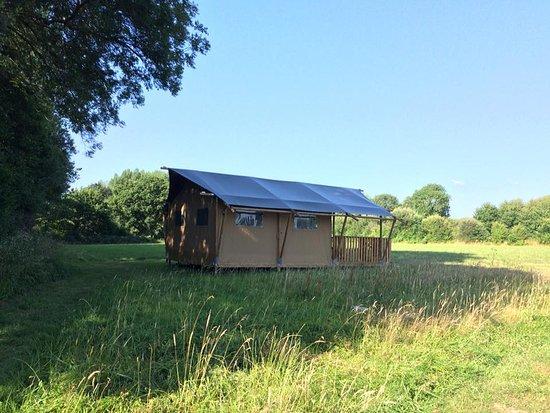 Longueville, Γαλλία: Le toilé lodge, la tente aménagée tout confort!