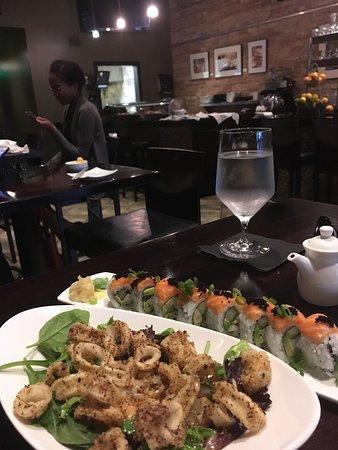Midori Sushi and Martini Lounge: Crispy calamari (delicious) and Tiger Sushi