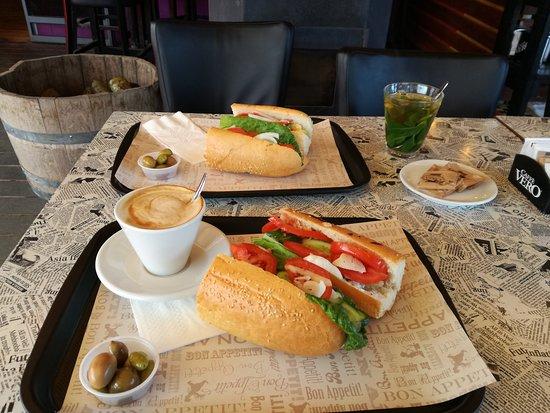 Givat Yoav: סנדוויץ' טונה עם שמנת