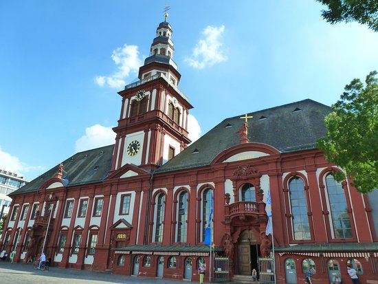 Altes Rathaus und Pfarrkirche St. Sebastian