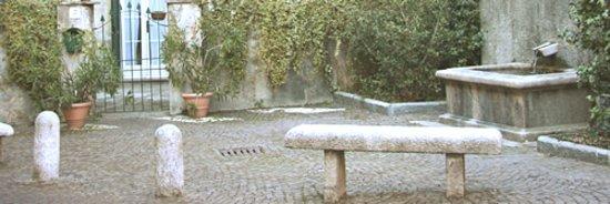 Laveno-Mombello, Ý: Piazza Fontana