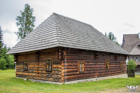 Pribylina, Slovakia: Mooi gebouwtje op het terrein