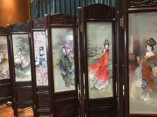 Changsha, China: Embroidered screens