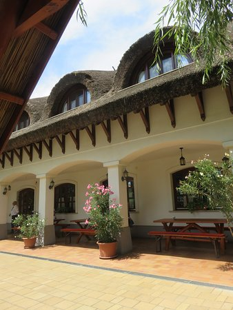 Akaszto, Hungary: Exterior of the main building from out outdoor dining table.