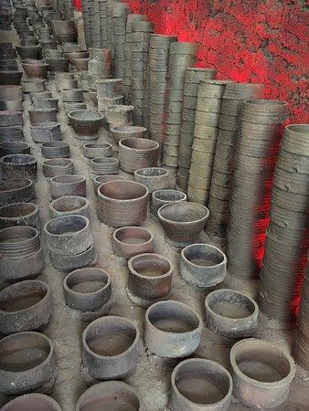 Wangcheng County, China: Pottery