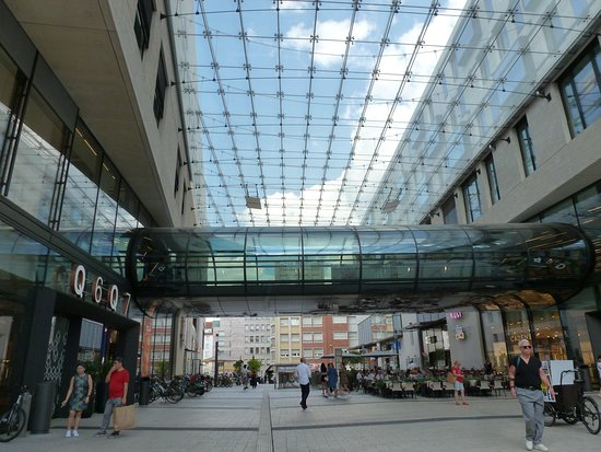 Das Moderne Einkaufzentrum in Mannheim. Picture of Q6 Q7