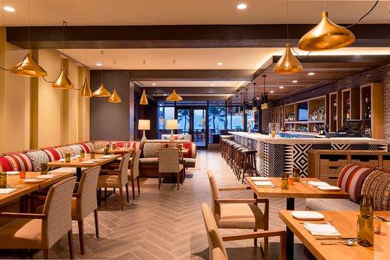 Lona Cocina Tequileria: Main Dining Room