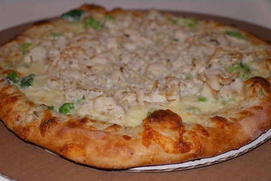"""Center Ossipee, NH: Stall (12"""") Alfredo, Chicken, Broccoli Pizza."""