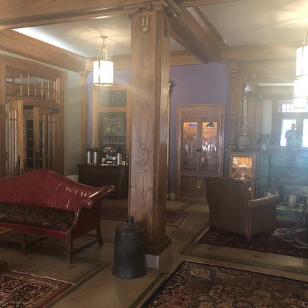 The Black Hawk Hotel: photo2.jpg