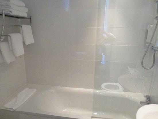 salle de bain épurée - Picture of Argyll Hotel, Glasgow ...