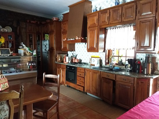 Folgosa, Portugal: Kitchen were breakfast is served