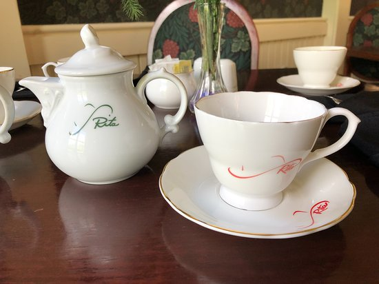 Big Pond, Canada: Personalized tea cups
