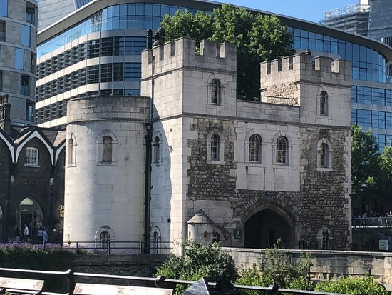Tower of London: GATE HOUSE