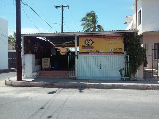 Las Cazuelas del Don : street view, plenty of parking on the street