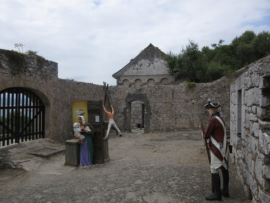 Gibraltar Town: Courtyard displays