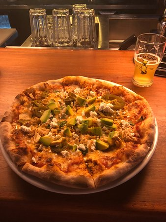 La Rana Dorada: Taco Chicken Pizza & Grand Cru