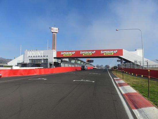 Mount Panorama Motor Racing Circuit: The start/finish of the famous Mount Panorama racing circuit