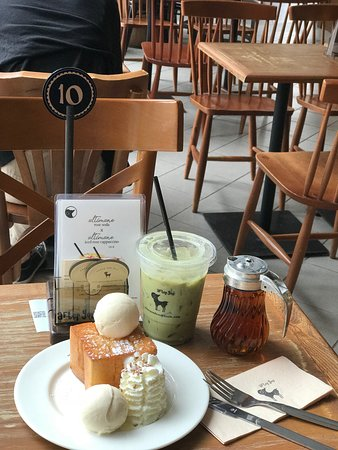 After you Dessert Cafe - Siam Square One: Baby size shibuya honey toast and matcha latte, great combination for me!