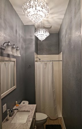Mount Carroll, IL: King Suite bathroom
