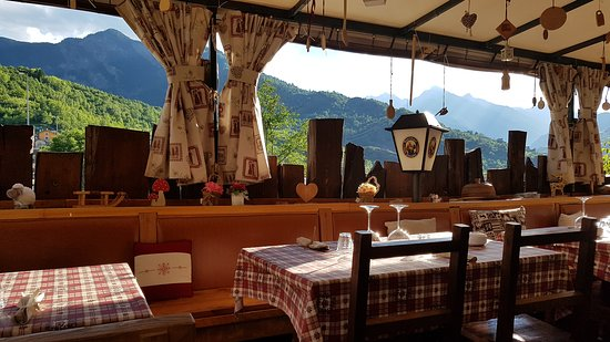 Aymavilles, Italy: The place and the views before anyone came, because we were the first
