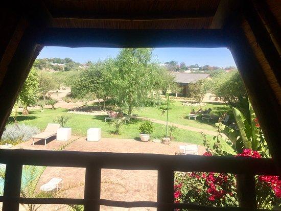 Outjo, Namibia: Aussicht auf den Pool