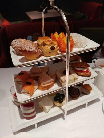 Lobby Lounge (Marco Polo Hongkong Hotel): High Tea 中的甜點比較差