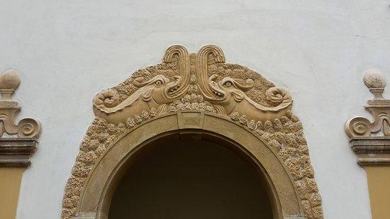 Jablonne v Podjestedi, Czech Republic: Dolphins carving
