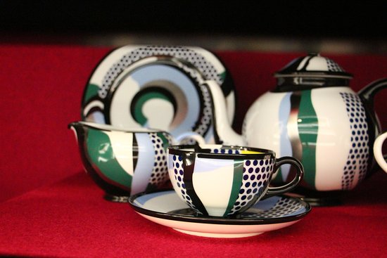 Selb, Germany: A cooperation with famous artist Roy Lichtenstein for a one time table ware