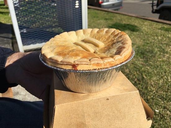Bulahdelah, Australië: Massive pies