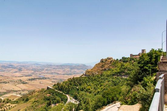 Castello di Lombardia: Vue environnante