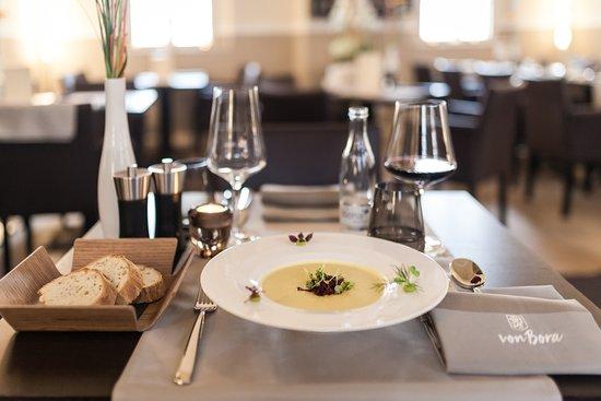 von Bora Restaurant: Gelbe Beete Suppe