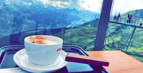 First Mountain Resturant: القهوة هنا تسوى كثير :)