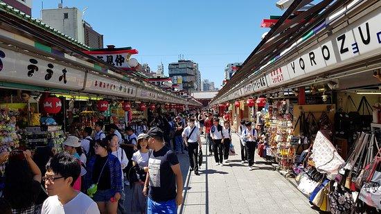 Nakamise Shopping Street (Kaminarimon): Nakamise-dōri Shopping Street