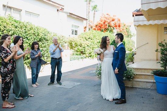 Mazkeret Batya, Israele: הכניסה לפינה של מיכל. צילום: gil&ron wedding photography