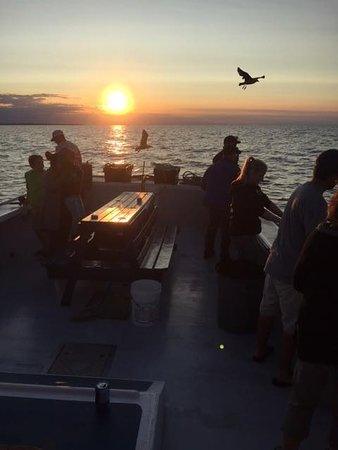 York, Kanada: A beautiful sunset sail off the North Shore of Prince Edward Island